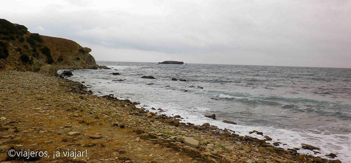 Cala del Peral con vistas a Isla de las Palomas. Estrecho