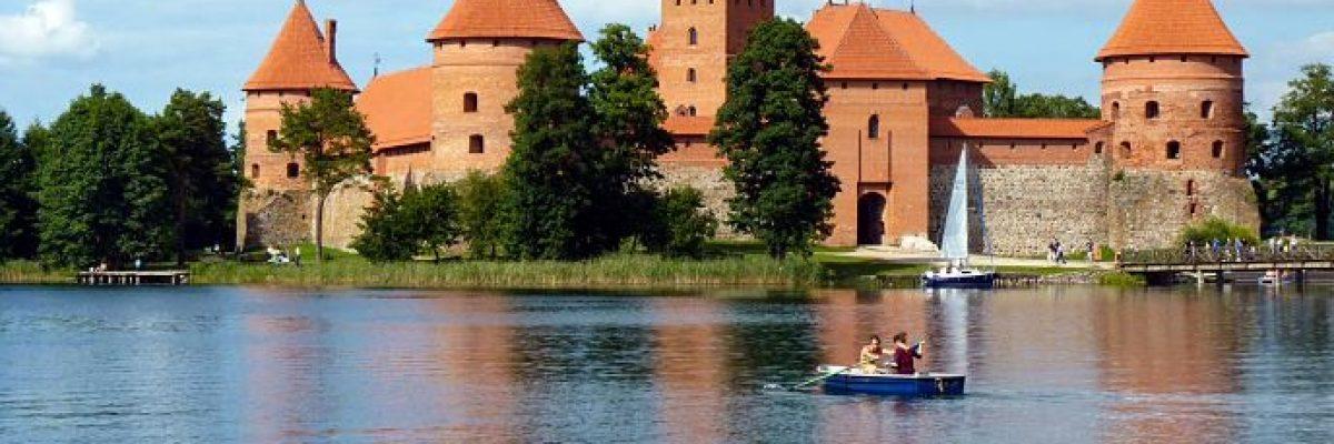 Trakai. Castillo lago