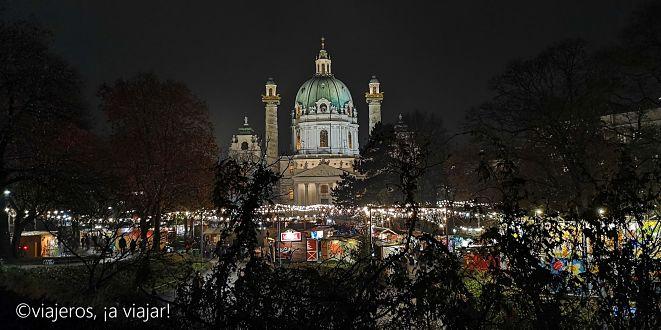 Viena. Mercados navideños. Plaza iglesia San Carlos